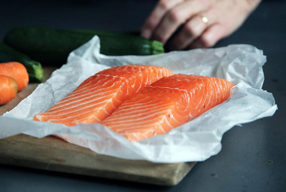 Cá Hồi là nguồn bổ sung Omega 3 tốt cho phát triển tinh trùng