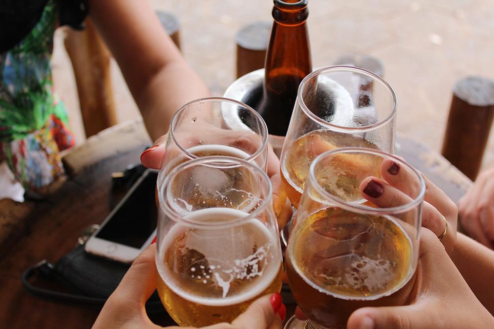 Nam giới mắc giãn tĩnh mạch thừng tinh không được uống rượu, bia và các chất kích thích