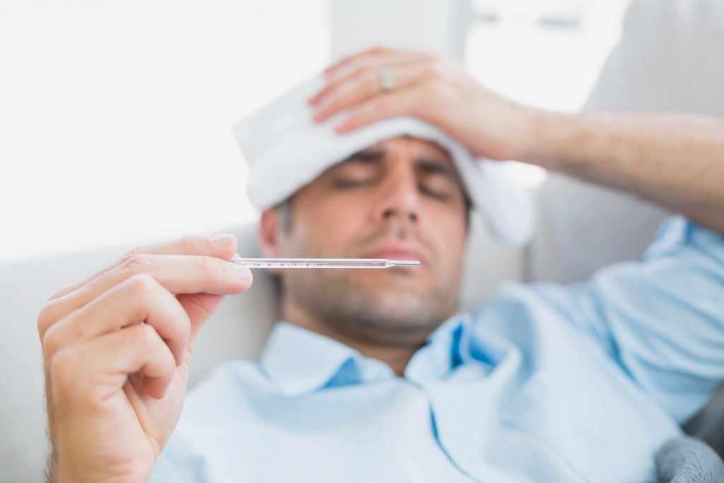 Viêm Tinh Hoàn gây ra sốt và đau tức tinh hoàn