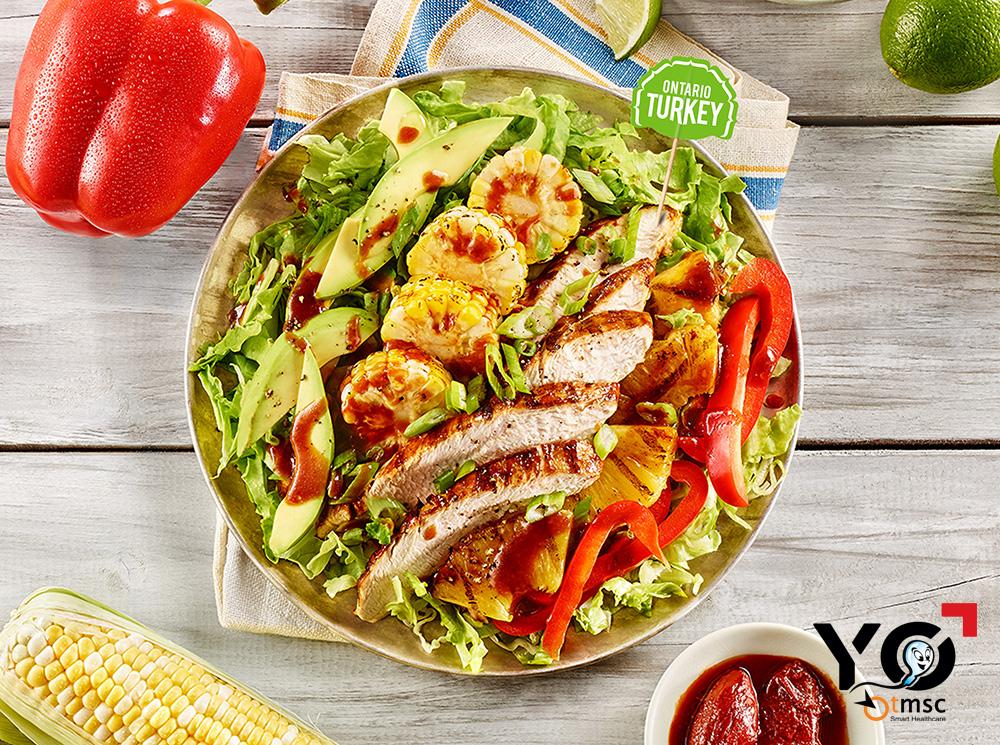 Salad gà tây và rau củ là món ăn rất giàu dinh dưỡng